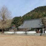 西光寺 正月には村民が集まってとんど焼きが催されます。