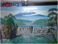 東京に多い銭湯画。これを描くペンキ絵師も今では4人だけとか。